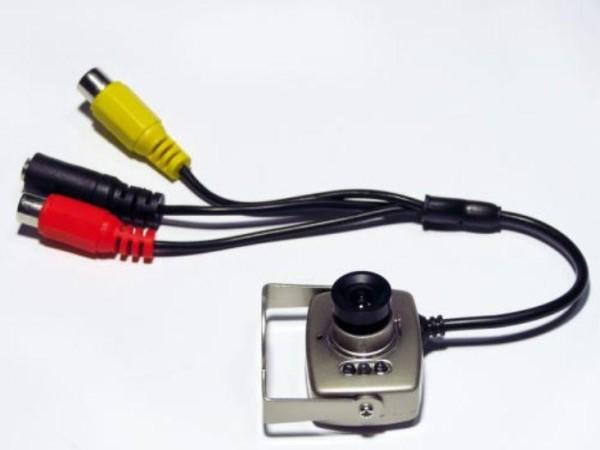 Подключать камеру к монитору